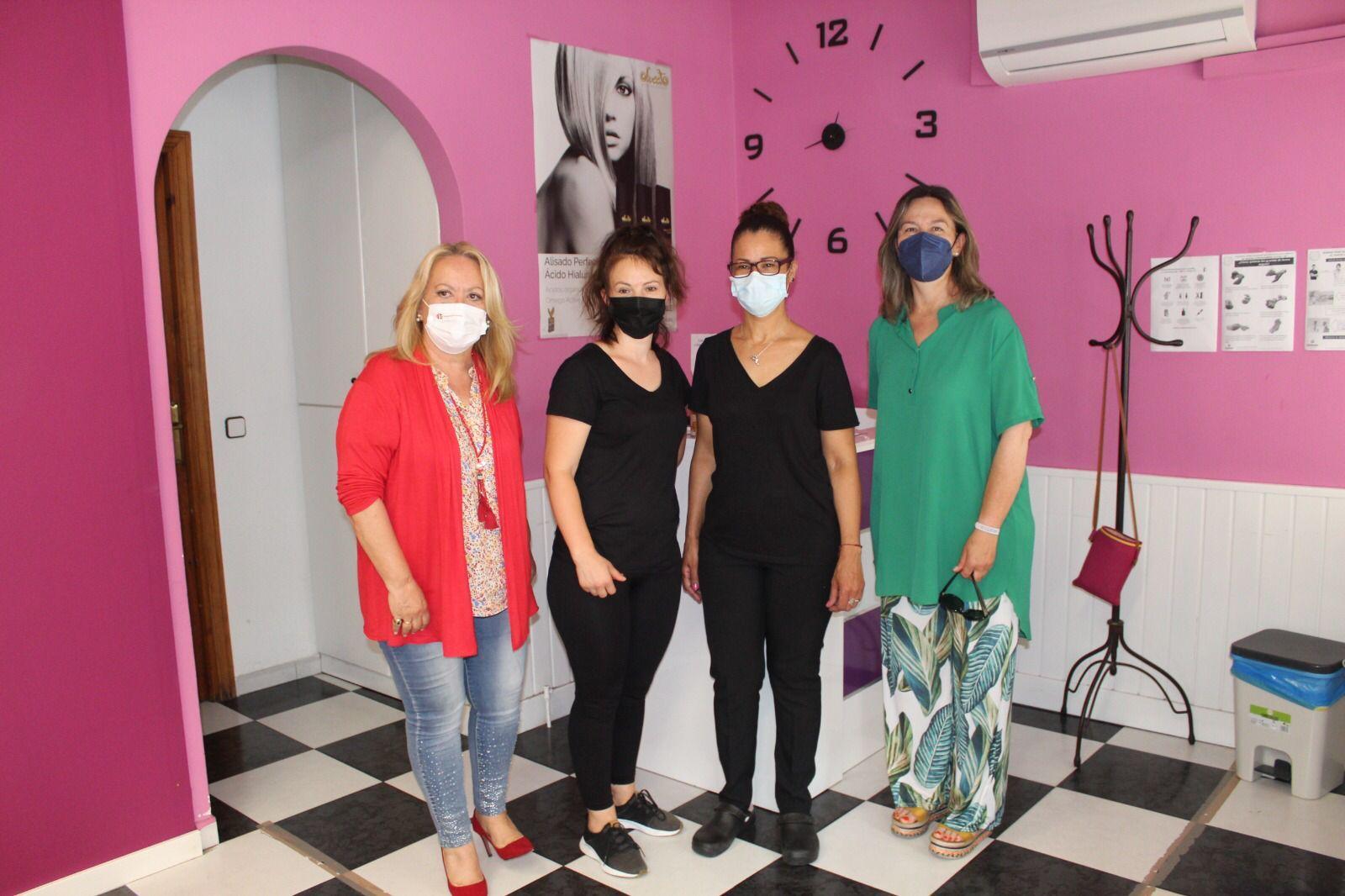 Guarinos defiende la rebaja de impuestos y las ayudas europeas contra la precariedad que arrastra el sector de la estética y la peluquería