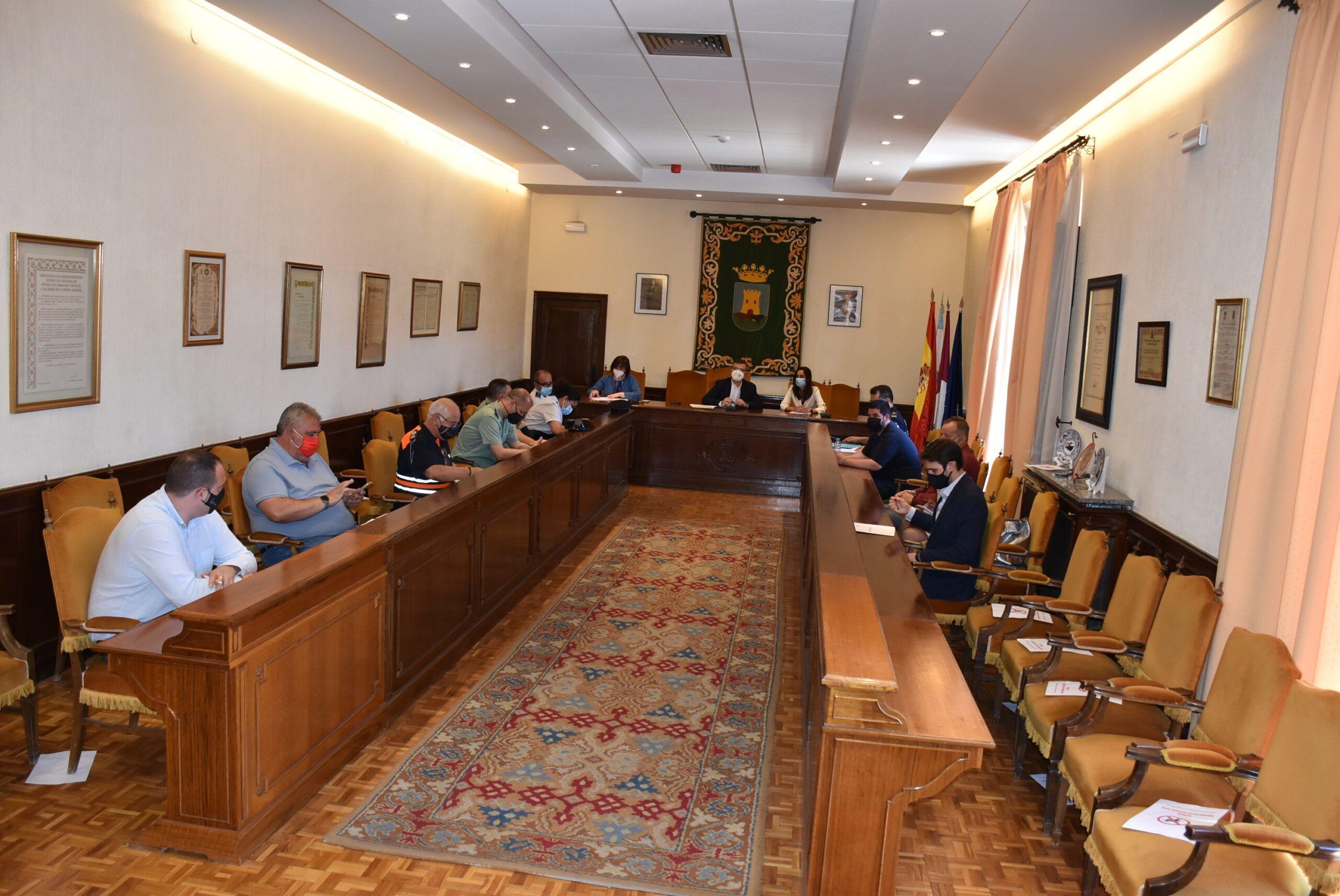 La portavoz municipal destaca el refuerzo de la Policía Local y la colaboración con Cuerpos de Seguridad del Estado para controlar las concentraciones para beber en la vía pública
