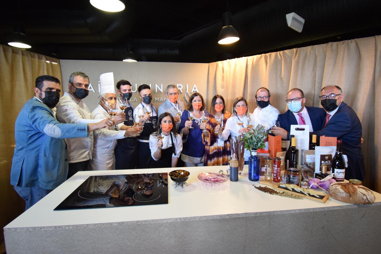 La gastronomía de Castilla-La Mancha se encumbra en Madrid Fusión con los premios a Fátima Gismero y Javier Sanz y Juan Sahuquillo como pastelera y cocineros revelación 2021