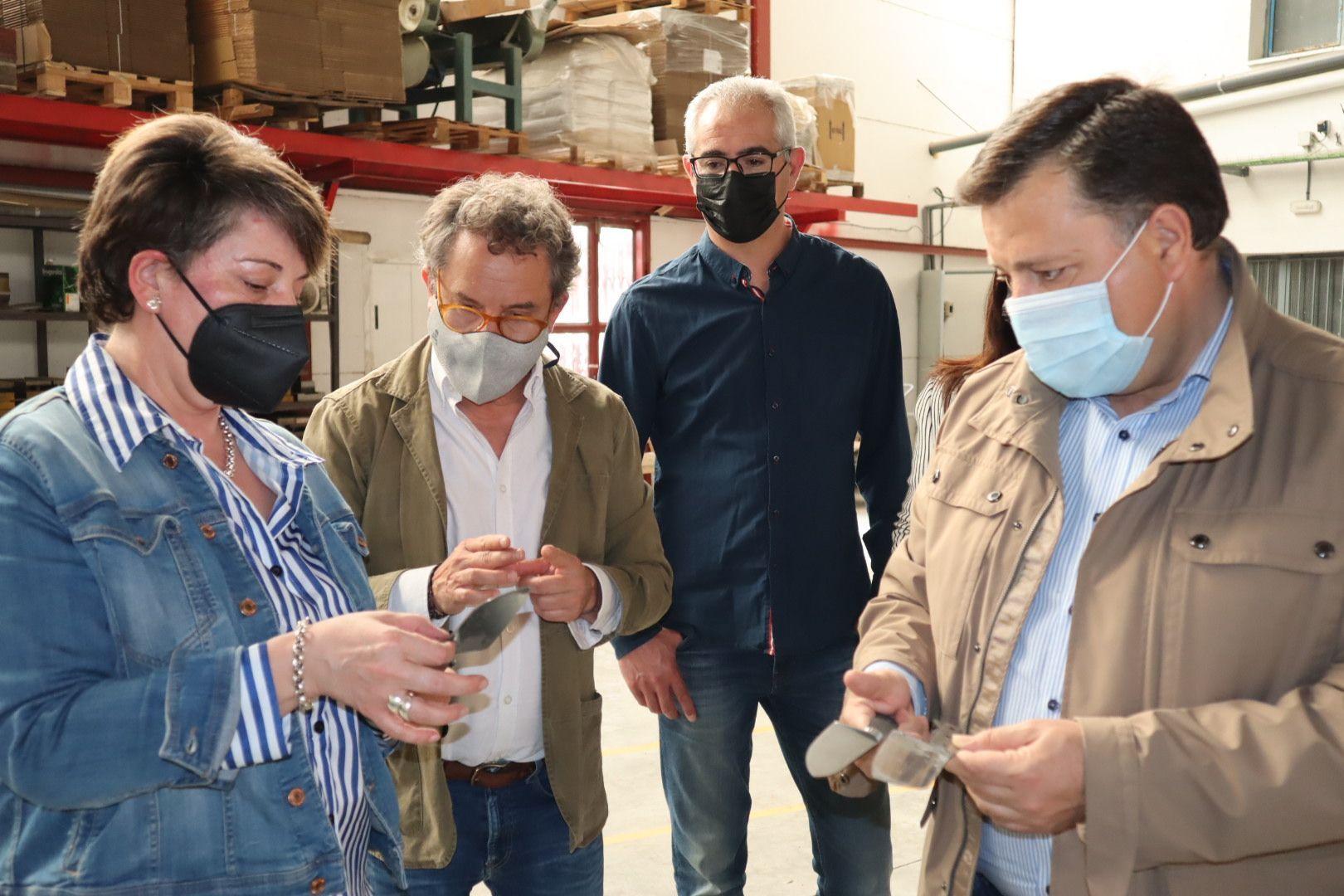 """Manuel Serrano: """"Es de imperiosa necesidad seguir trabajando junto al sector cuchillero de Albacete para que Europa apoye la Indicación Geográfica Protegida, fundamental para proteger nuestro sector más preciado"""""""