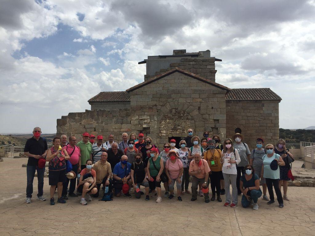 El Gobierno regional reactiva las rutas senderistas para mayores, con un primer itinerario de San Martín de Montalbán a la ermita de Santa María de Melque