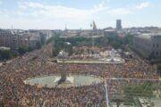 """Miles de personas muestran en Colón su """"radical rechazo""""a que Sánchez indulte a los condenados del 'procés'es"""