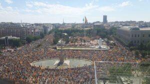 """Miles de personas muestran en Colón su """"radical rechazo""""a que Sánchez indulte a los condenados del 'procés'"""