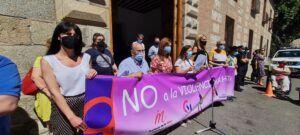 """""""Romper estereotipos de género para acabar con la violencia"""", mensaje del manifiesto tras el minuto de silencio en el Ayuntamiento de Talavera"""