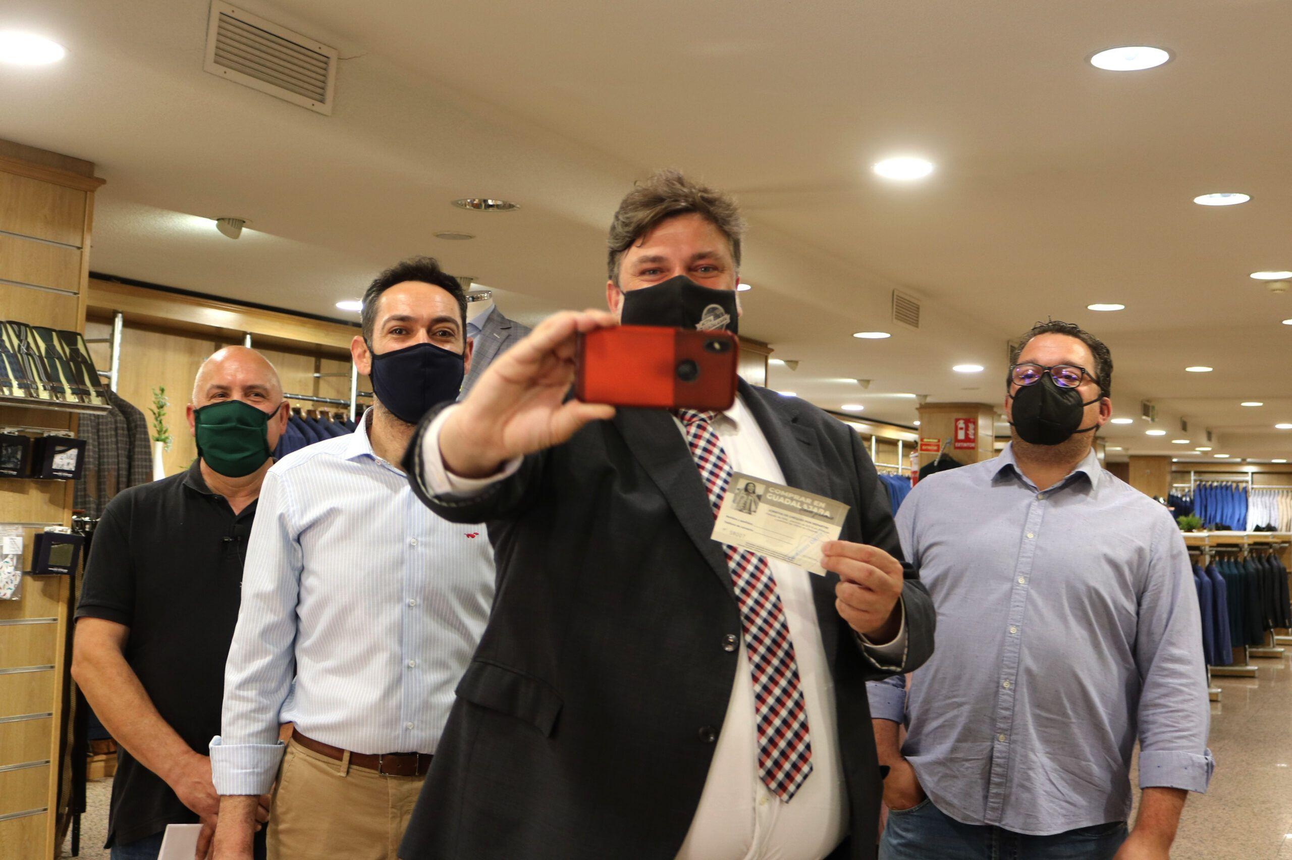 ¡Adelántate al verano!, la campaña con la que concejalía y federaciones de Comercio quieren fomentar las compras en la ciudad antes del verano