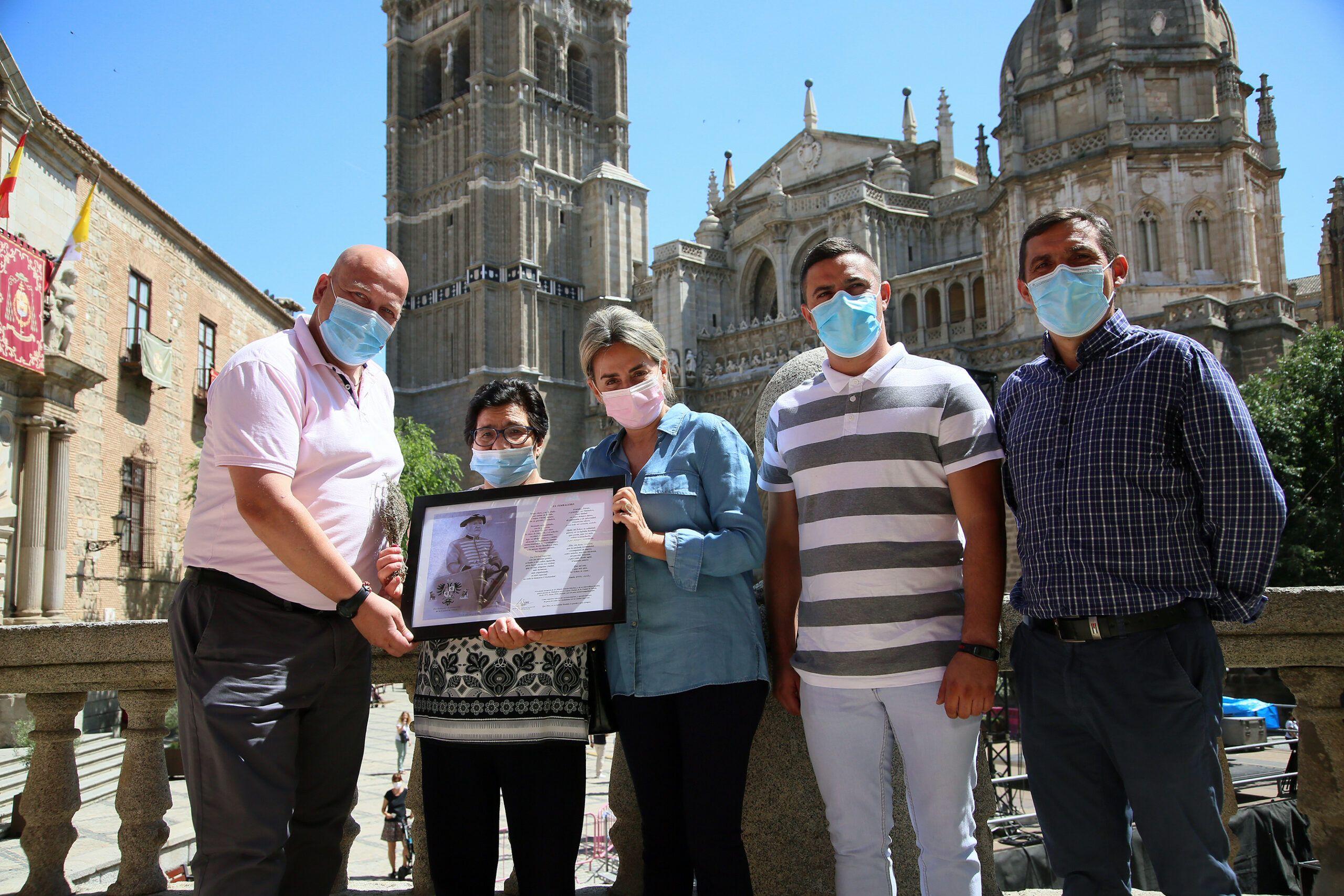 La alcaldesa recibe a la familia de Hilario García, timbalero del Corpus durante casi 40 años, y comparte un homenaje a su figura
