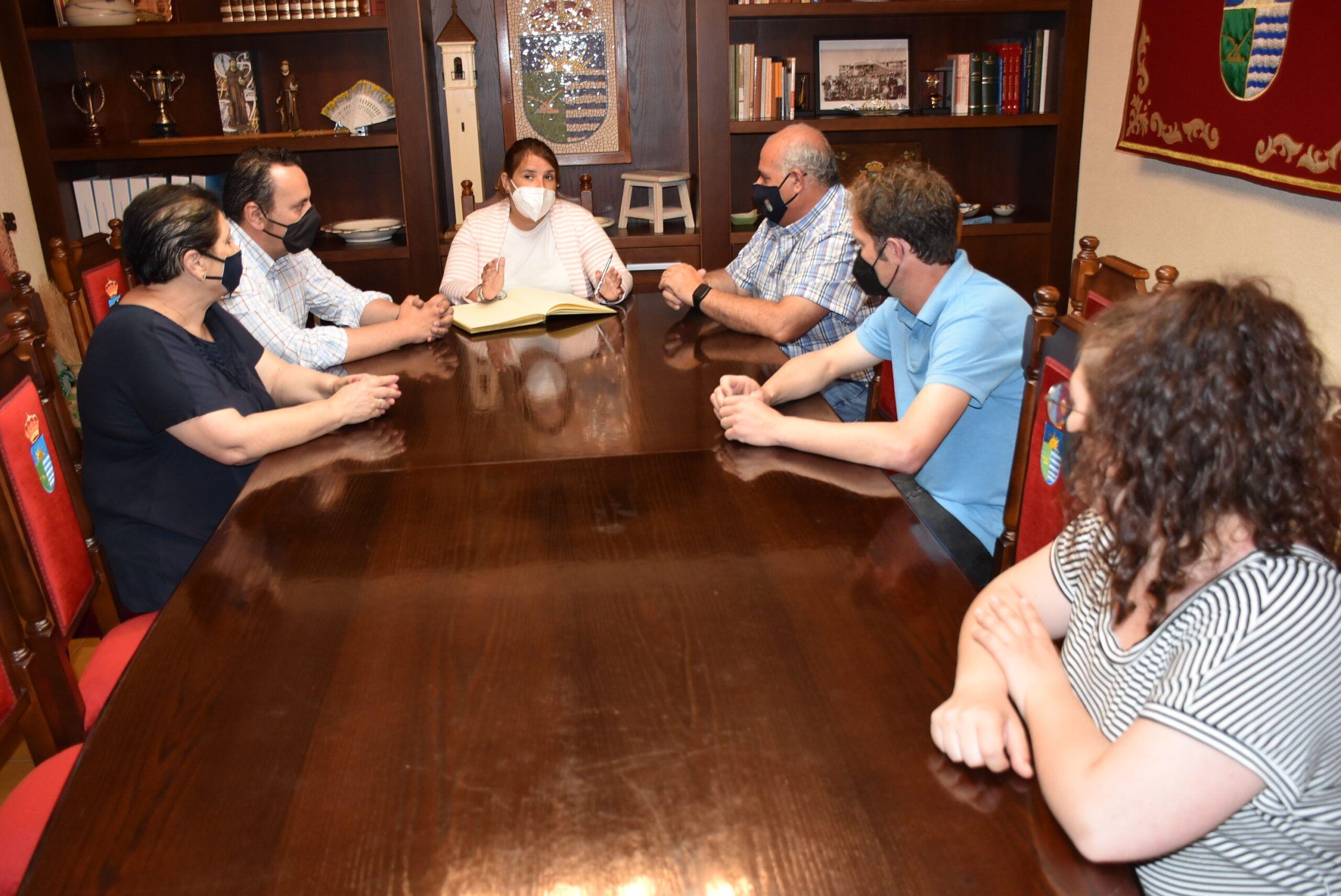 La alcaldesa de Talavera y el regidor de la EATIM de Talavera La Nueva trabajan conjuntamente para el acondicionamiento de la vía pecuaria y la mejora del colegio