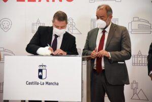 """El presidente García-Page anuncia la congelación de las tasas y matrículas universitarias """"durante cinco años"""""""