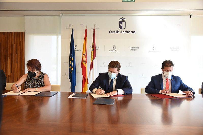 El Gobierno regional cederá dos travesías a Bargas y Sacedón después de acondicionarlas a través de una inversión de 200.000 euros