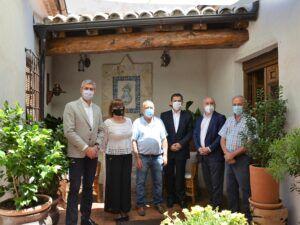 "Álvaro Gutiérrez visita la casa rural ""El Baluarte"" en Novés que ofrece cultura e historia en cada rincón"