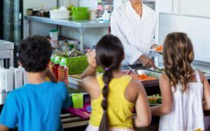 Más de 7.000 alumnos y alumnas de la región podrán beneficiarse este verano de los comedores escolares en 29 localidades de Castilla-La Mancha