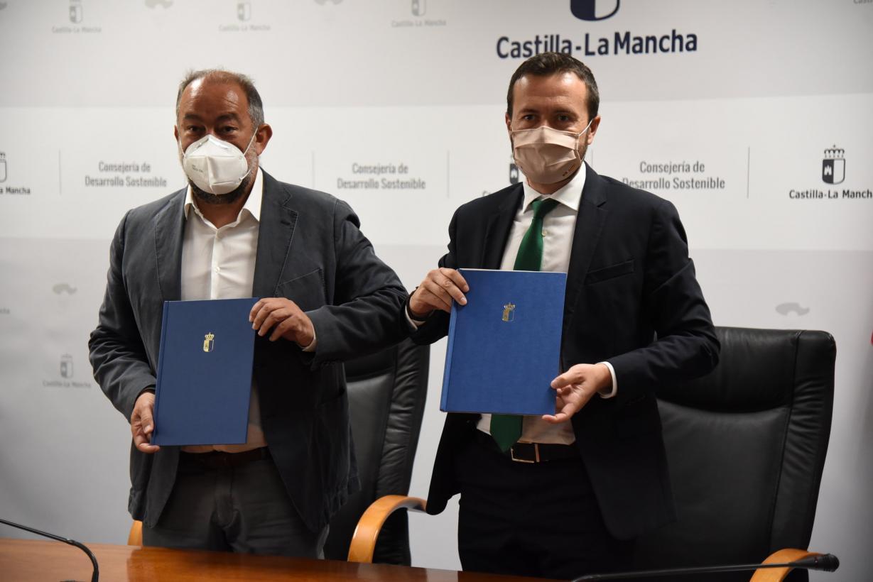 El Gobierno de Castilla-La Mancha y la UCLM firman un convenio de colaboración para la creación de la 'Cátedra de Economía Circular' que iniciará en septiembre sus actividades