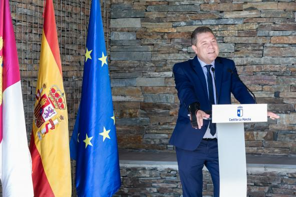 """García-Page muestra su satisfacción porque """"estamos consiguiendo cubos de agua y de justicia"""" frente a """"la hemorragia del trasvase"""""""