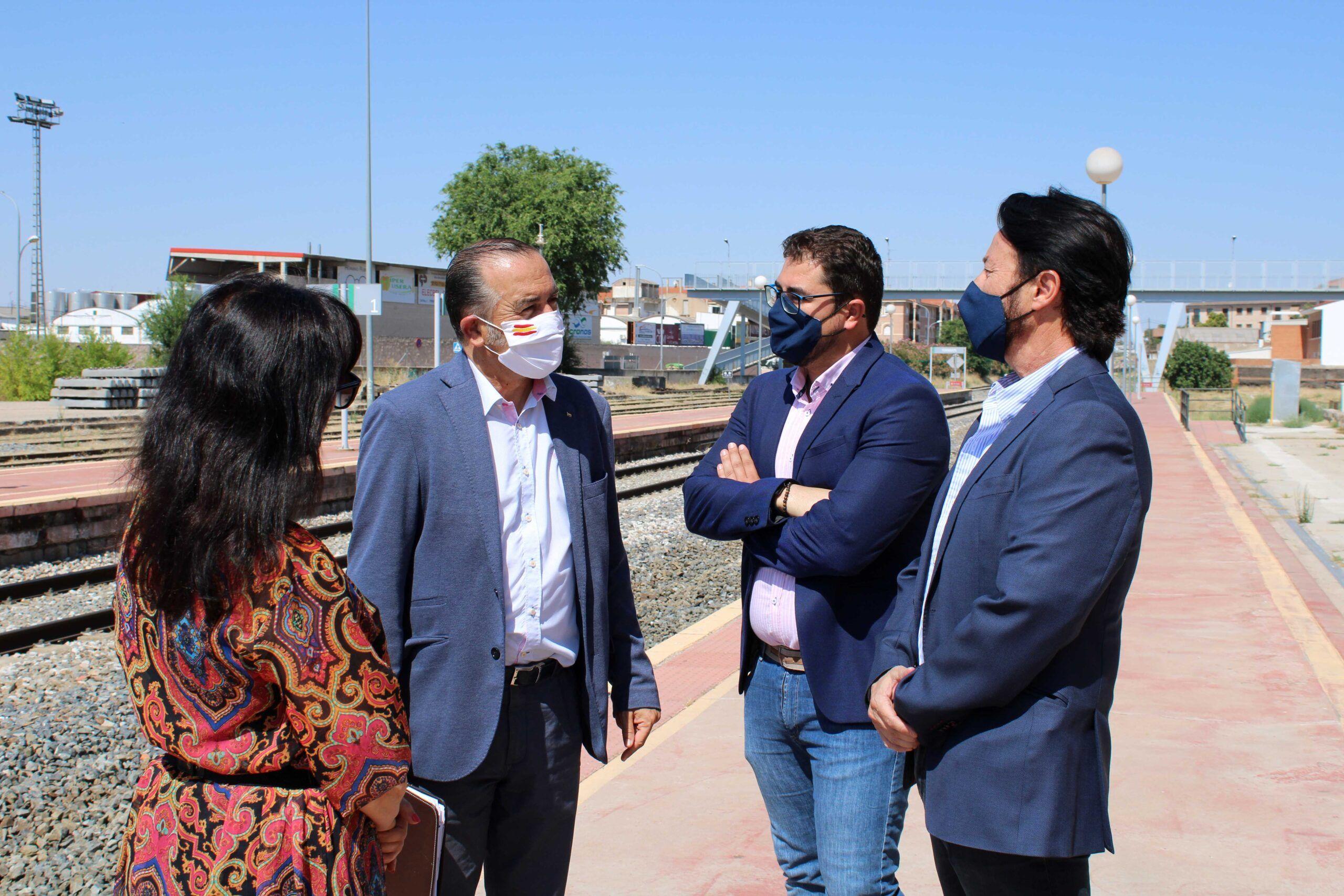 El PP reclama a la nueva ministra de Transportes que aclare el futuro del tren de Torrijos, tras comprobar que se ha desmantelado una vía