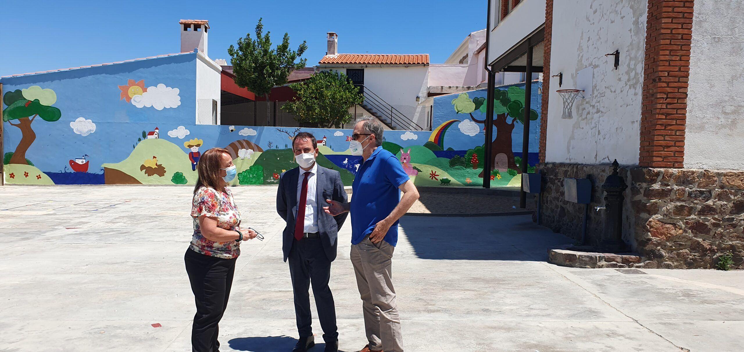 El Gobierno regional invertirá 20.000 euros para adecuar los espacios exteriores del CEIP `Nuestra Señora del Amor de Dios´ de La Nava de Ricomalillo