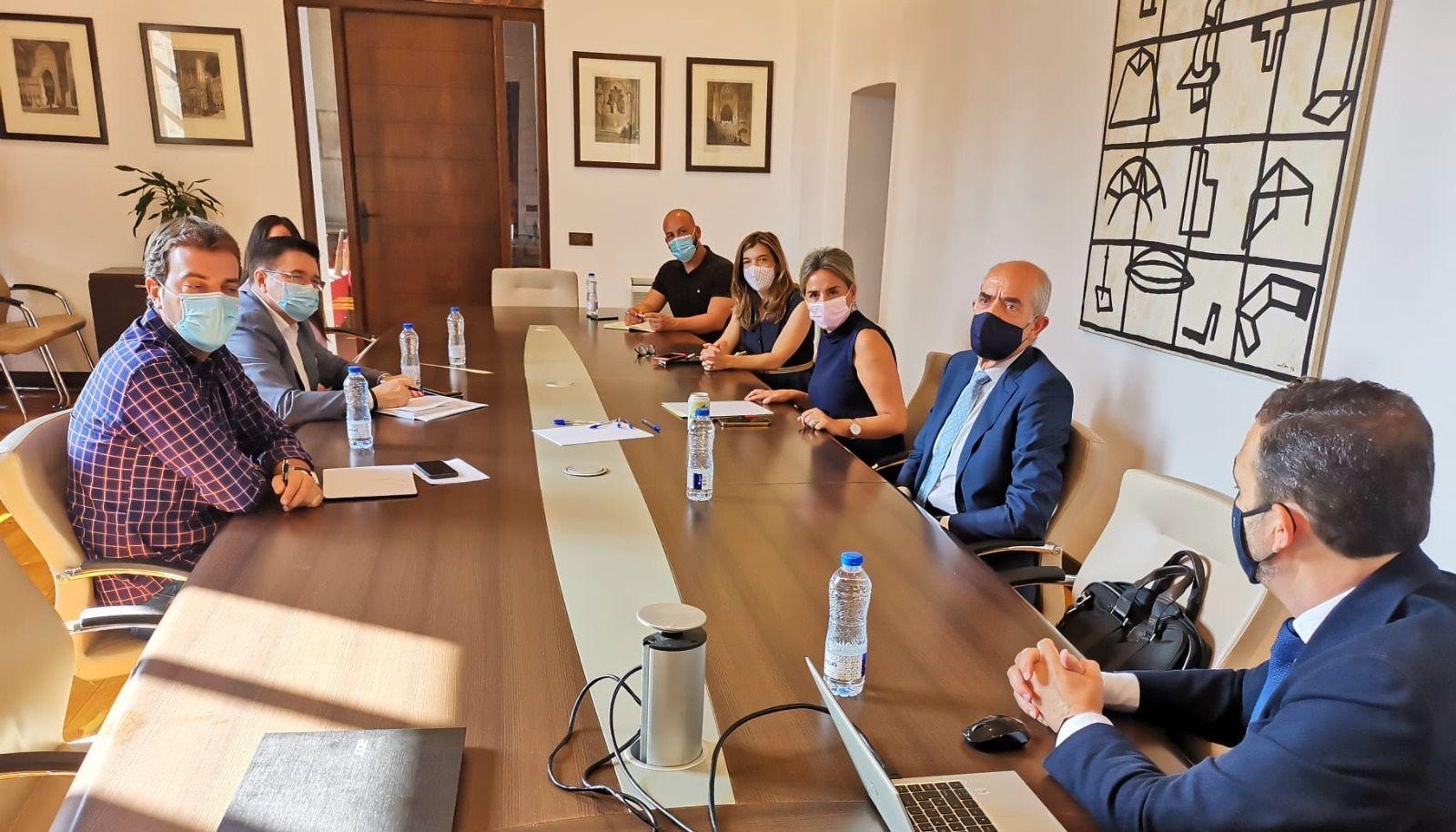 El Ayuntamiento mantiene una reunión de trabajo con la Real Fundación y la Rabatch para abordar proyectos futuros