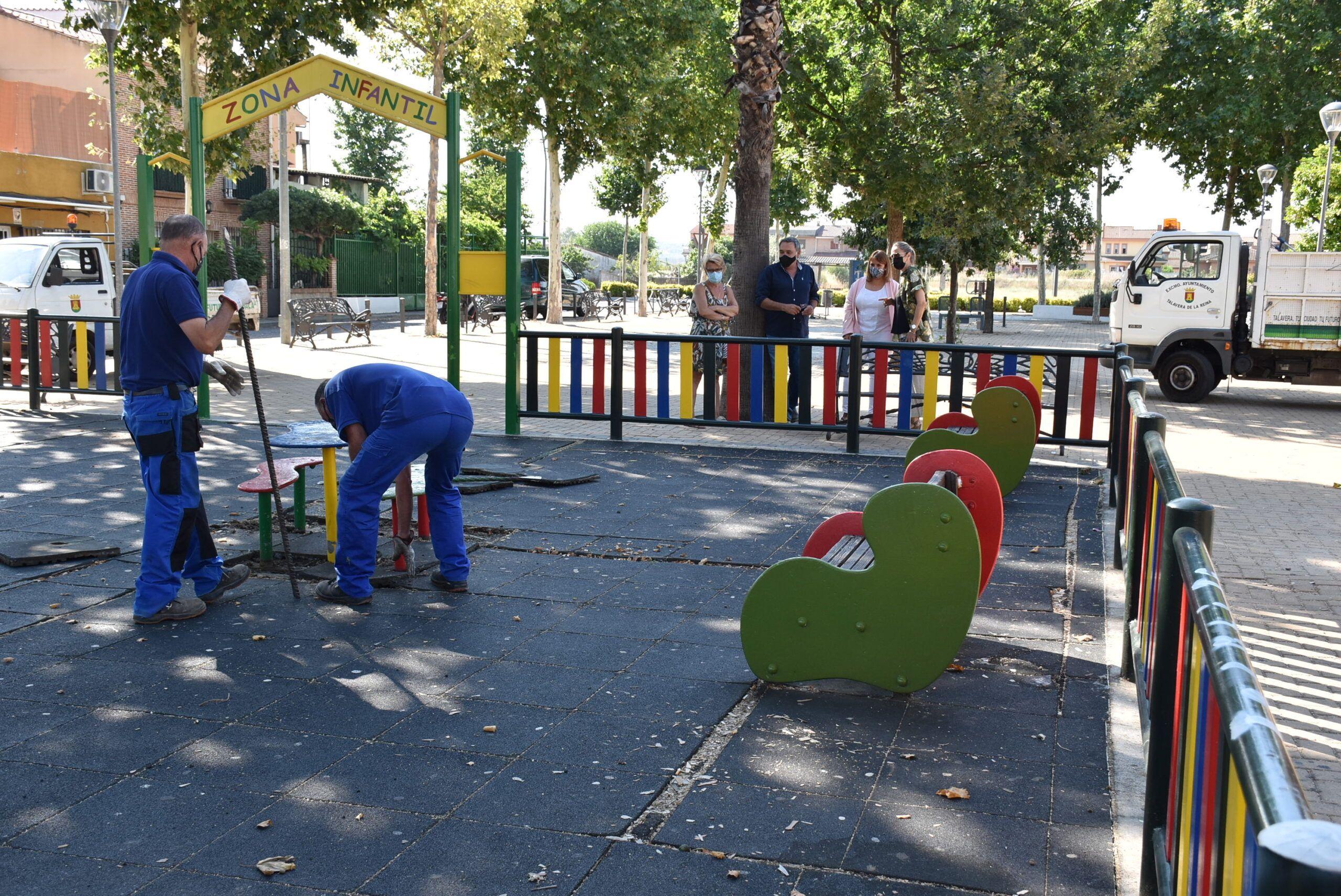 """La alcaldesa de Talavera destaca que el barrio de Patrocinio tendrá un parque infantil """"más amplio y más seguro"""" próximamente"""