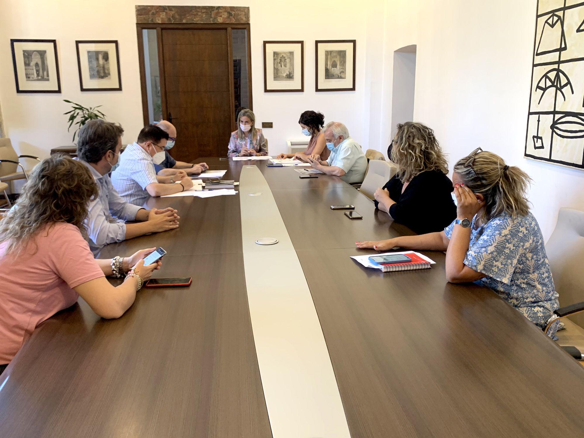 La Junta de Gobierno aprueba los conciertos de Fangoria, Hombres G y Sidecars para la Feria y Fiestas de Agosto