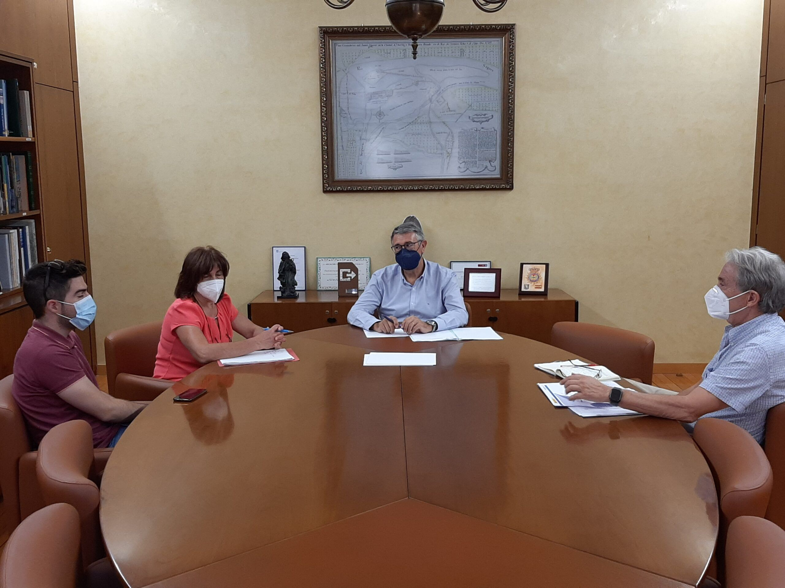 El presidente de la Confederación Hidrográfica del Segura ha mantenido un reunión de trabajo con la Alcaldesa de Yeste