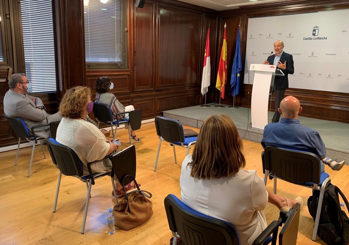 El Gobierno regional subraya la importancia del diálogo social para impulsar la recuperación económica y social en la provincia de Guadalajara