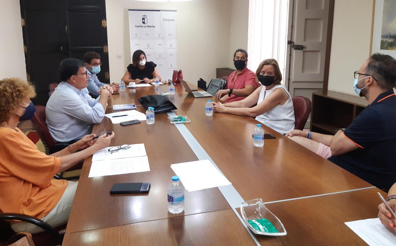 Gobierno regional y Asociación de Hosteleros de Albacete colaborarán para fomentar la cultura y gastronomía en la Feria de Artes Escénicas y Musicales de Castilla-La Mancha
