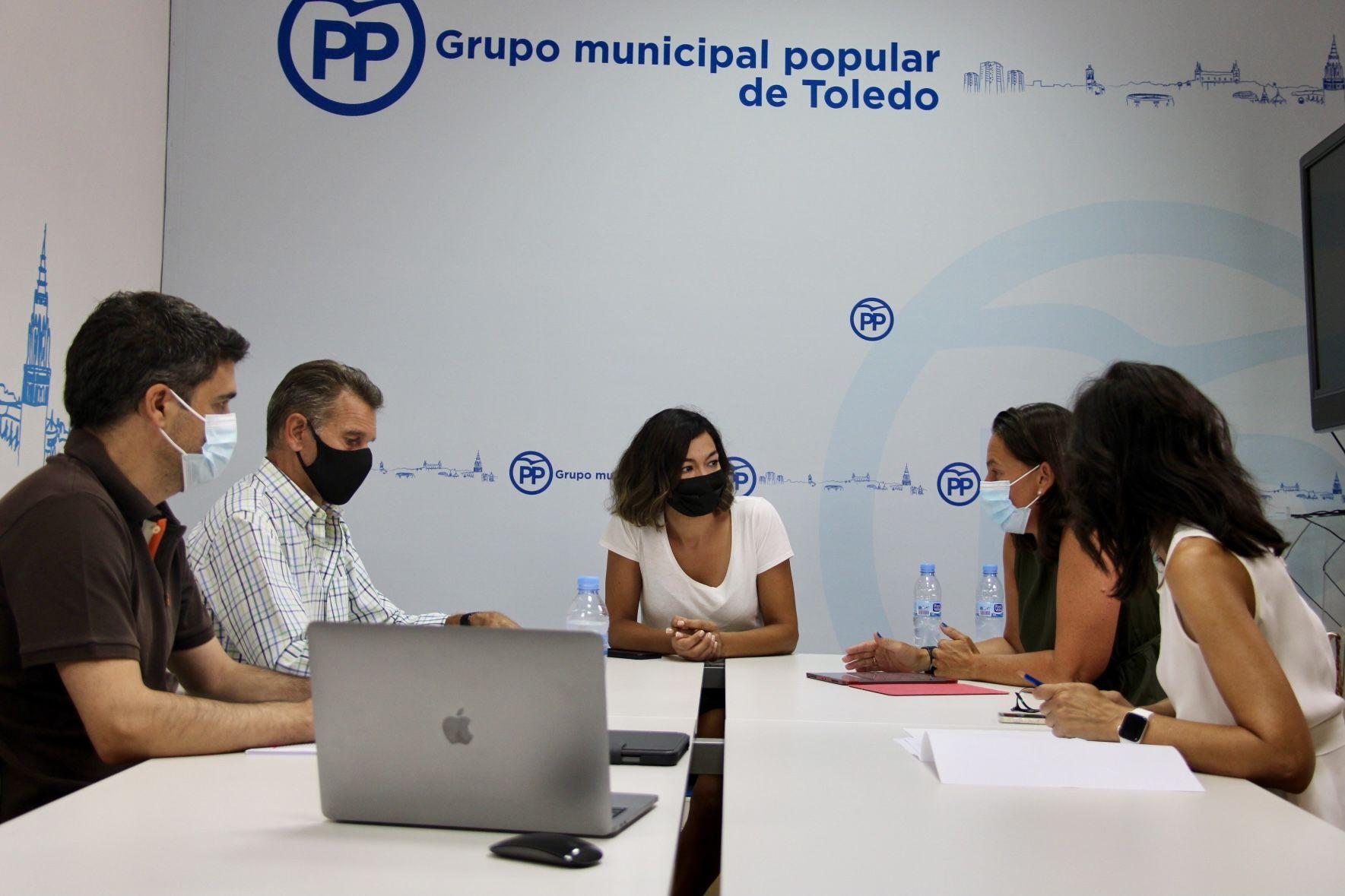 Alonso anticipa las propuestas en las que trabaja el PP para recuperar la economía y el empleo: bajada fiscal, supresión de tasas y reducción de trabas burocráticas