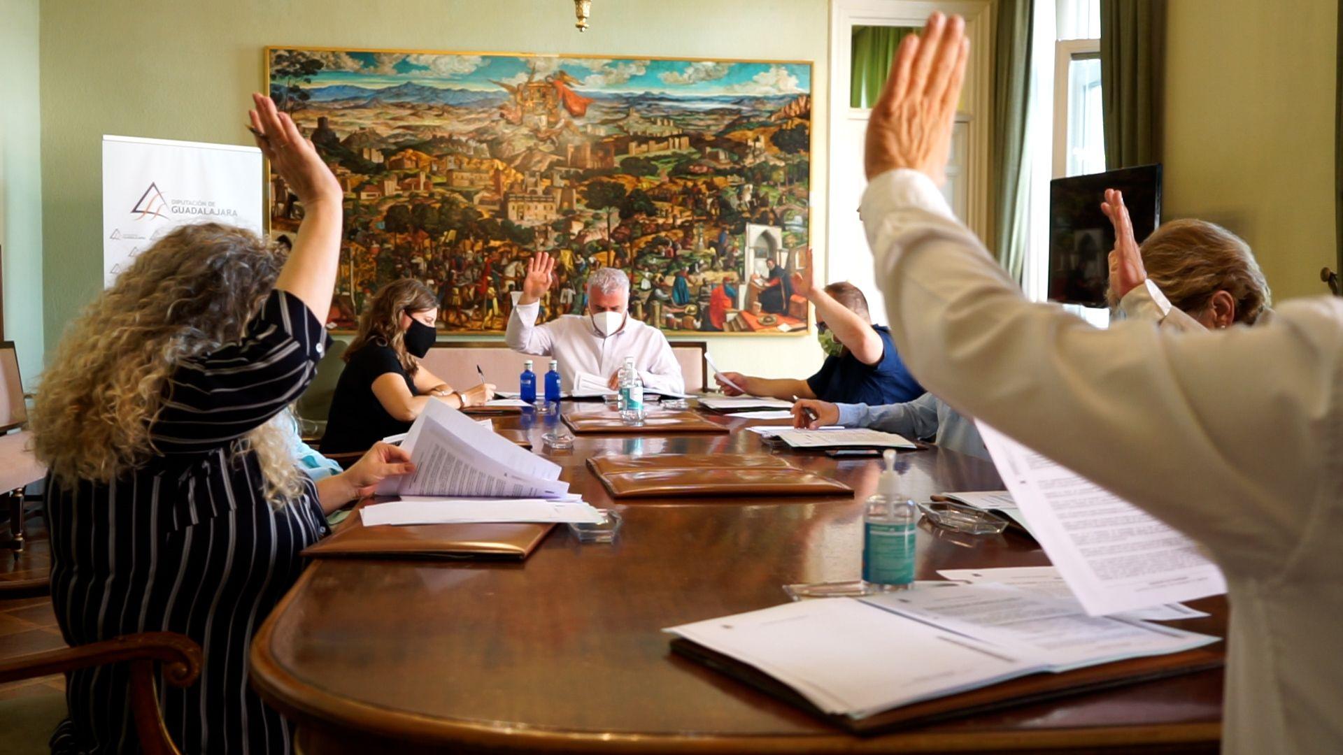 La Diputación aprueba el convenio tipo para la instalación de cajeros automáticos en 30 municipios