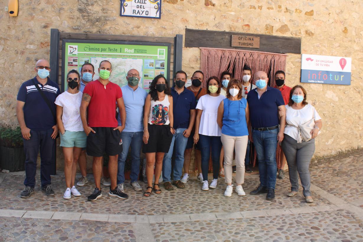 """El Gobierno de Castilla-La Mancha cuenta con ayudas al consumo de productos turísticos como ejemplo de """"revitalización e impulso"""" para este sector profesional"""