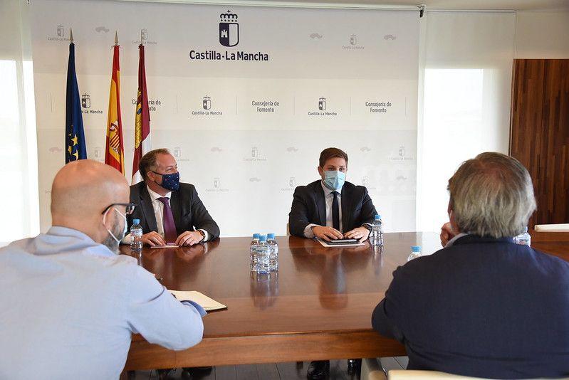 El Gobierno regional plantea junto a CECAM el proceso de recuperación económica a través de tres grandes proyectos legislativos