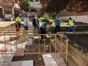 El Ayuntamiento de Cuenca repara el pavimento de la Plaza de la Ajedrea