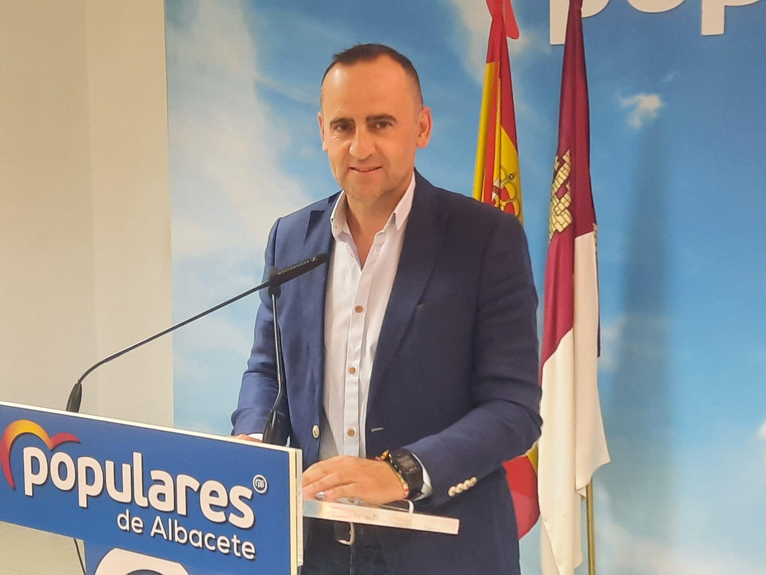 Fermín Gómez destaca la propuesta de Paco Núñez para reordenar el marco impositivo regional frente a la presión fiscal de Page y Pedro Sánchez