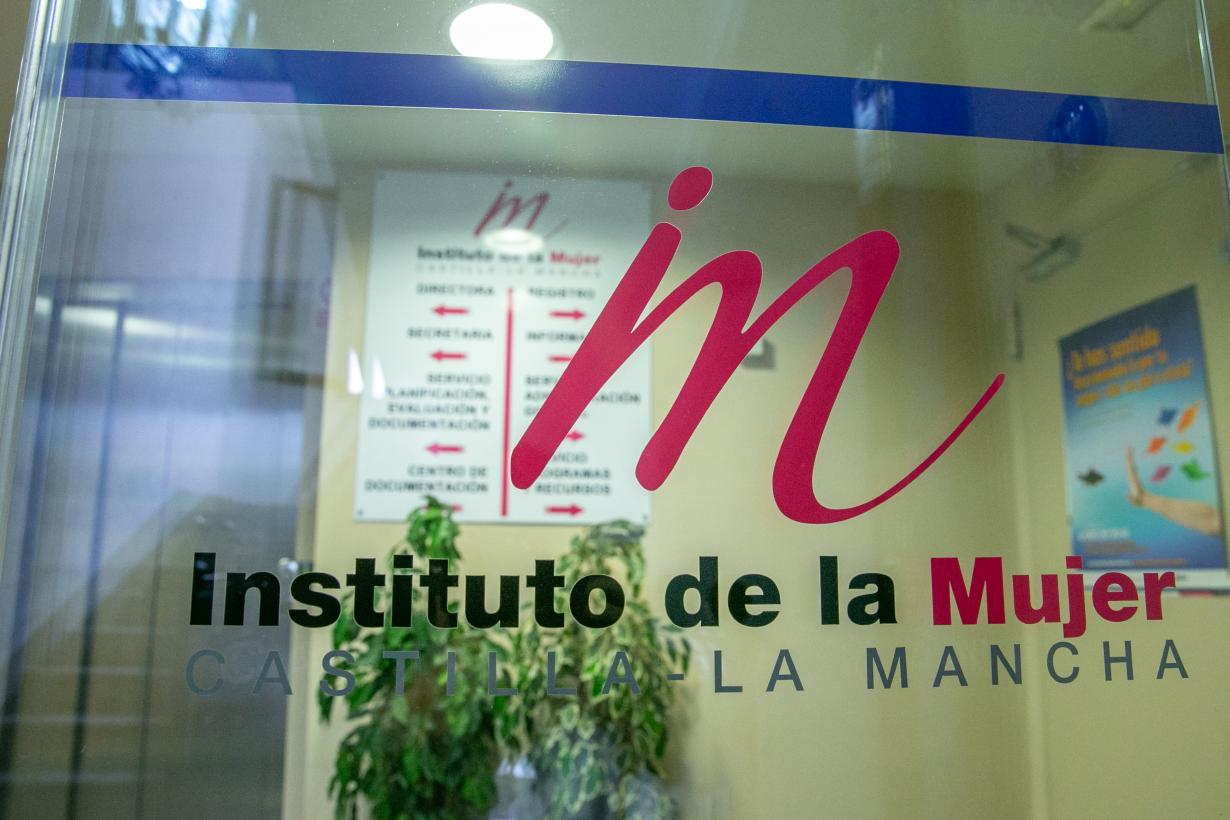 El Gobierno regional otorga ayudas a 12 entidades por importe de 175.000 euros para prevenir la discriminación múltiple que sufren las mujeres