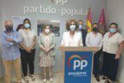 La portavoz del PP en el Ayuntamiento de Manzanares denuncia el revanchismo político y la persecución del alcalde hacia un familiar suyo mientras intenta justificar la contratación de su hija