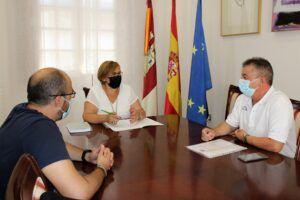 Olmedo expresa al alcalde de Valenzuela de Calatrava la disposición del Gobierno regional para colaborar en la reforma de la casa consistorial