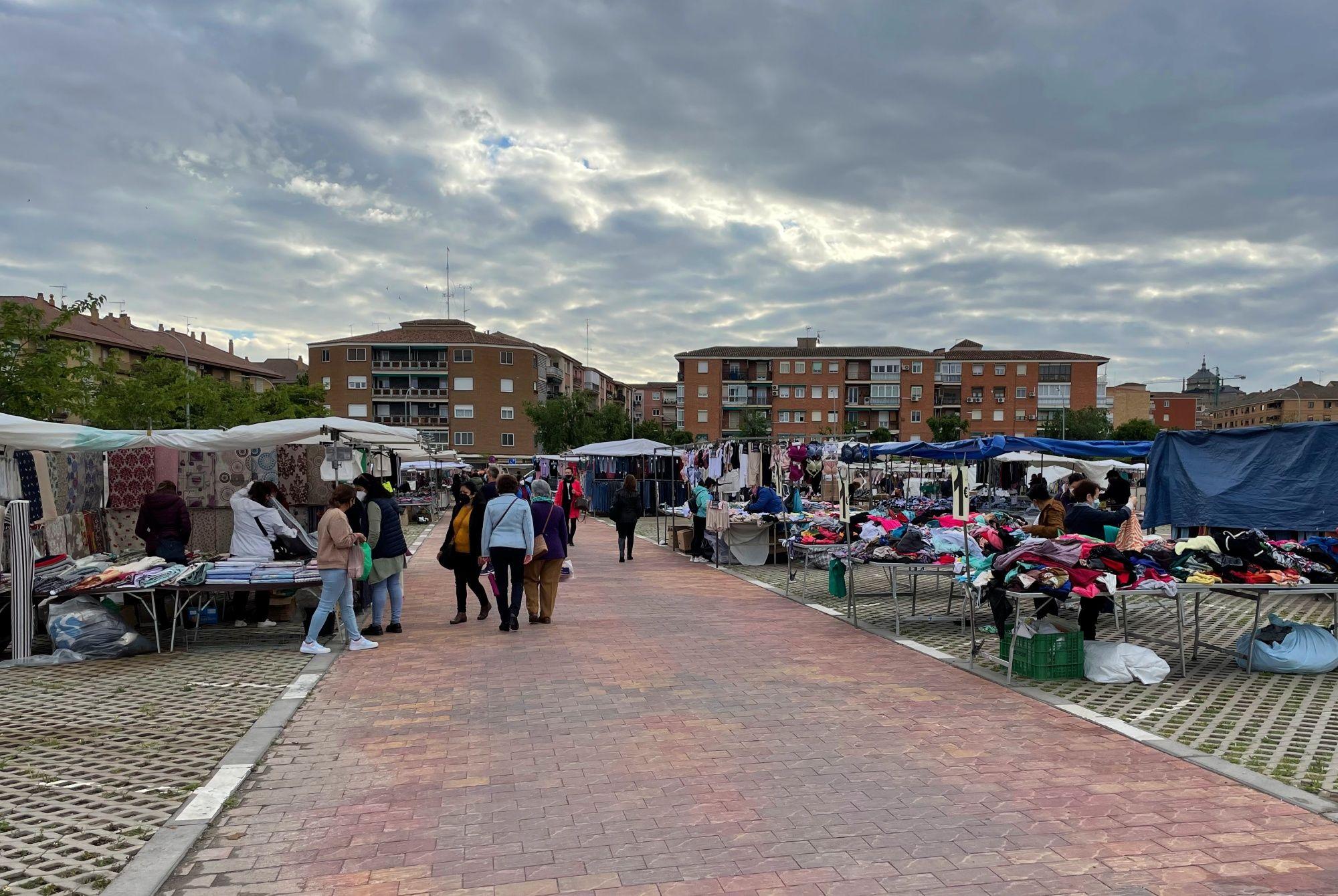Venta de fruta y verdura, aseos públicos, más árboles y mobiliario urbano: Cs pide mejoras para dinamizar los mercadillos municipales de Toledo