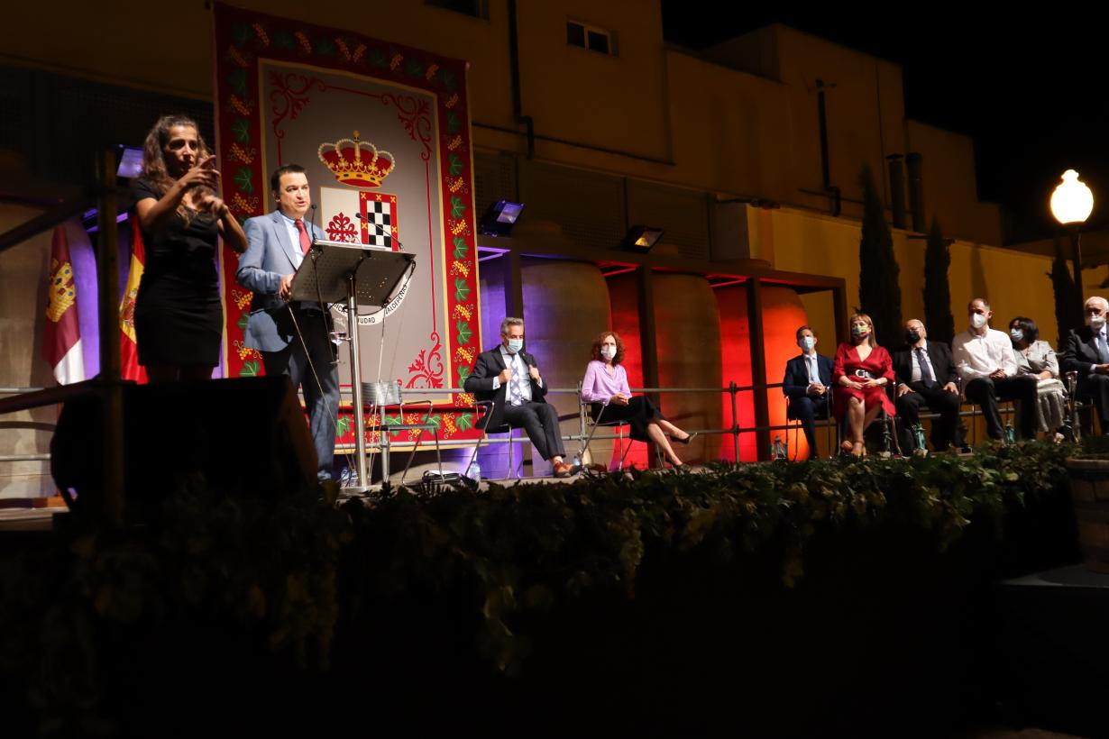 """El Gobierno de Castilla-La Mancha llama a presumir del vino como la """"mejor tarjeta de presentación"""" de la región y reconocer a quienes """"venden lo mejor de nuestra tierra"""""""