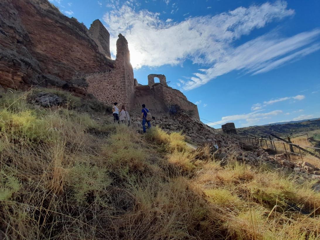 El Gobierno regional trabaja para que la entrada al castillo de Zorita de los Canes recupere la accesibilidad en el menor espacio de tiempo